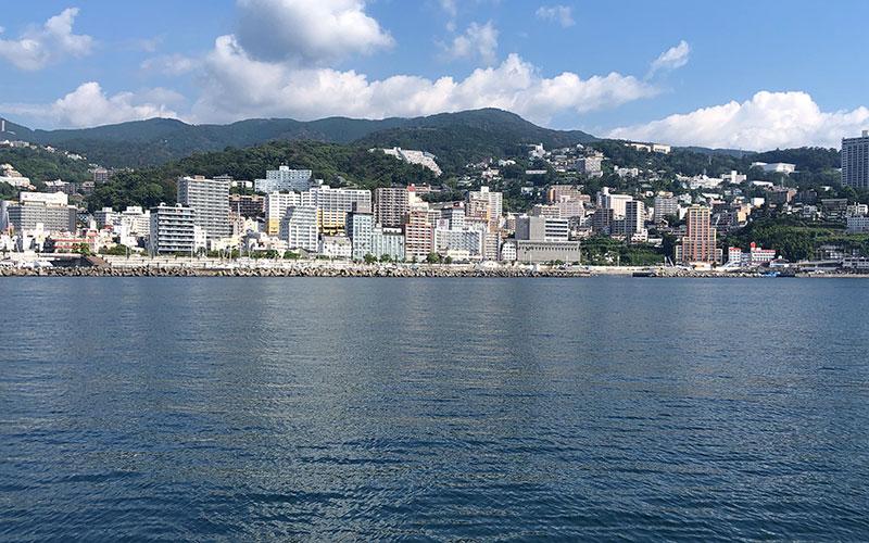 釣り施設からの熱海市街地の景色